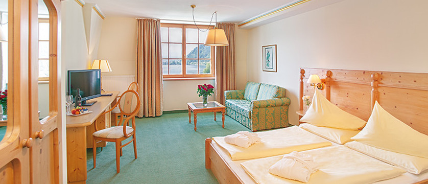 Austria_Zell-am-See_hotel-Grand_bedroom.jpg